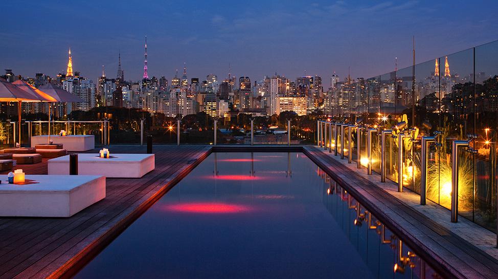 Brasil. En el Hotel Unique de Sao Paulo, encontrarás una glamorosa piscina rectangular en el octavo piso.
