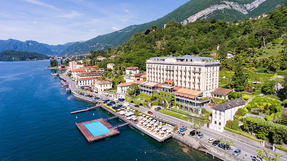 Italia. La principal atracción del Grand Hotel Tremezzo, es una fabulosa piscina con vista a las montañas de Grigne.