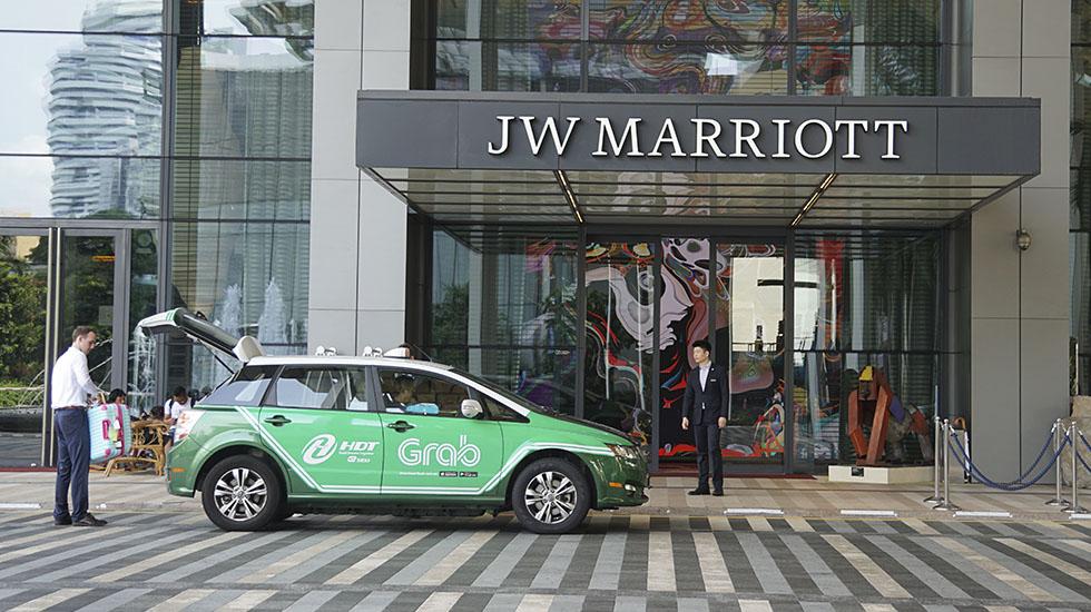 Grab. Es la mayor plataforma tecnológica de transporte de pasajeros con sede en Singapur.