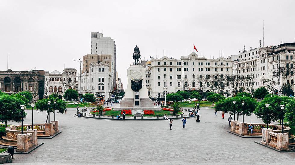 4. La Lima más parisina. De estilo afrancesado, la Plaza San Martín se inauguró en 1921 para celebrar el centenario de la independencia.