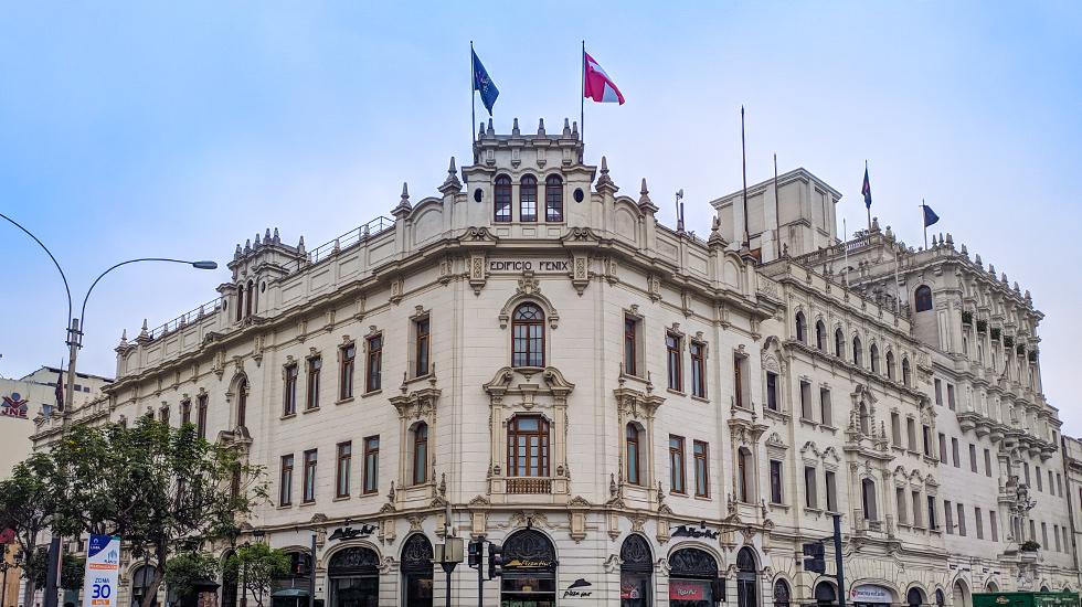 4. La Lima más parisina. La Plaza San Martín está rodeada por 12 edificios con un diseño arquitectónico uniforme y único en Lima.