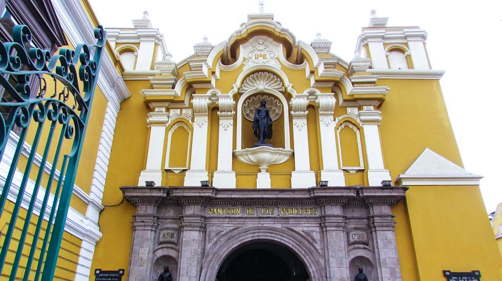6. El santuario patriótico. En el Panteón Nacional de los Próceres se encuentran los restos del Mariscal Ramón Castilla, Hipólito Unanue y Faustino Sánchez Carrión.