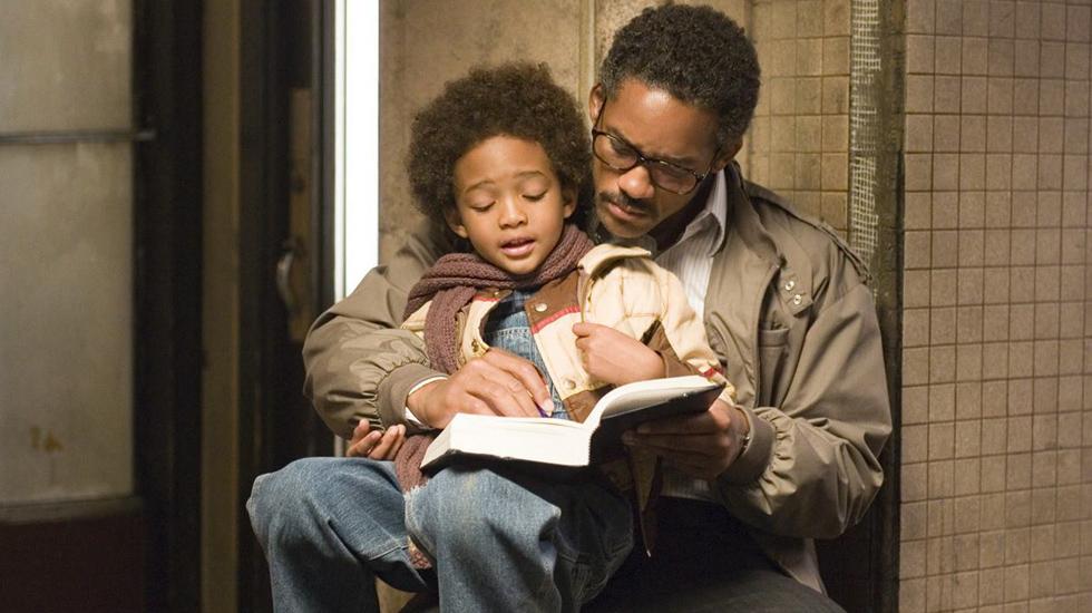 EN BUSCA DE LA FELICIDAD. Basada en la historia real de Chris Gardner, el film protagonizado por Will Smith relata cómo un hombre pasa de ser casi un indigente a fundar una importante firma de inversiones.